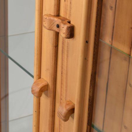 Vitrina rústica dos vidrieras de madera