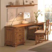 Escritorio rústico de madera con cajones y estantes