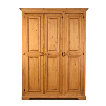Armario rústico de madera en tres puertas