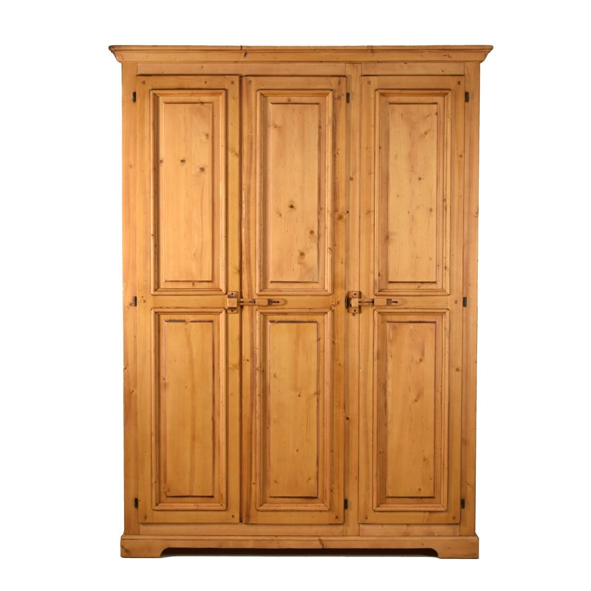 Armario r stico de madera en tres puertas ecor stico for Puertas de dormitorios en madera